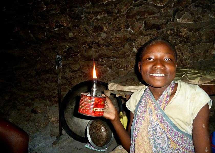 Frau mit Kerze