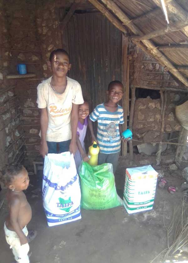 Kinder freuen sich über Spenden