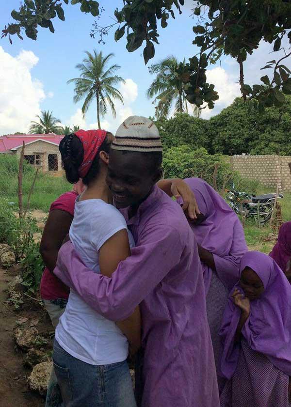 Anja wird umarmt