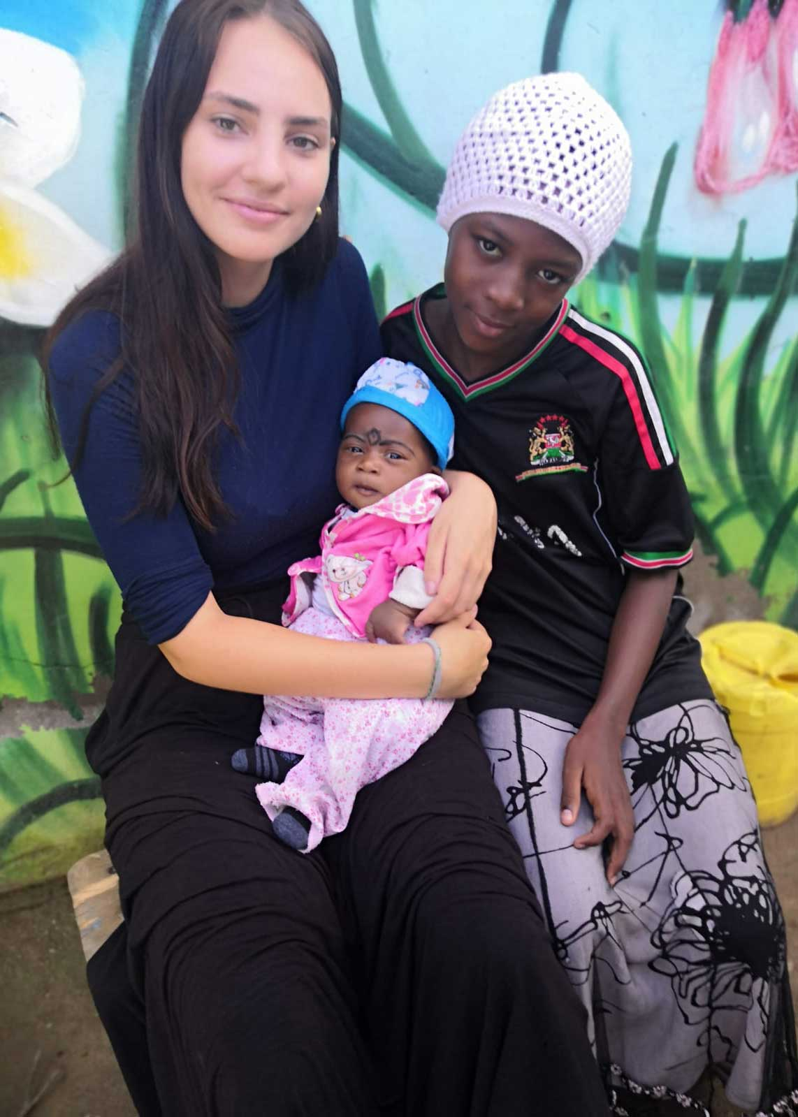Carla mit zwei Kindern