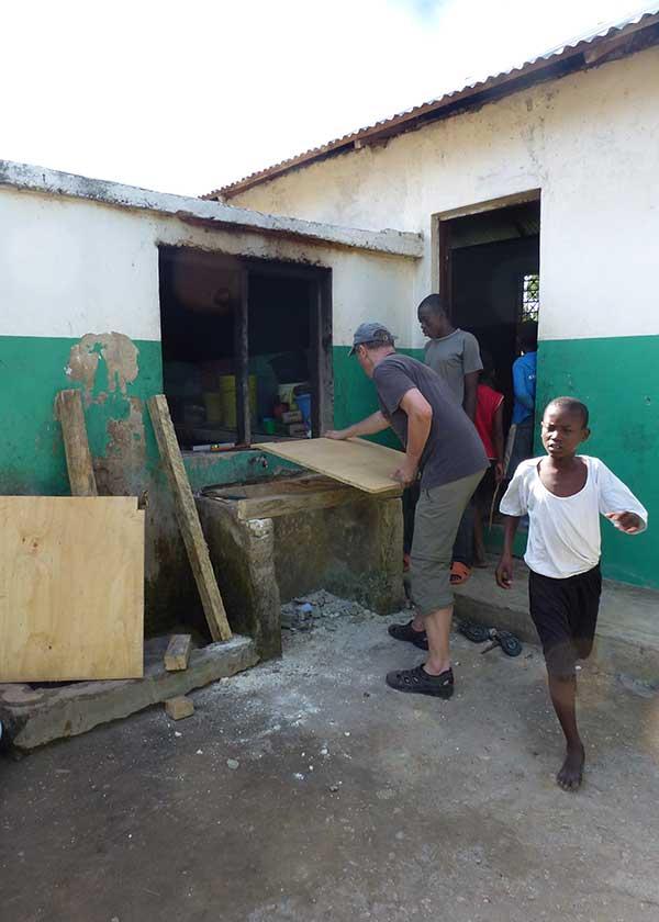 Herbert bei Umbauarbeiten